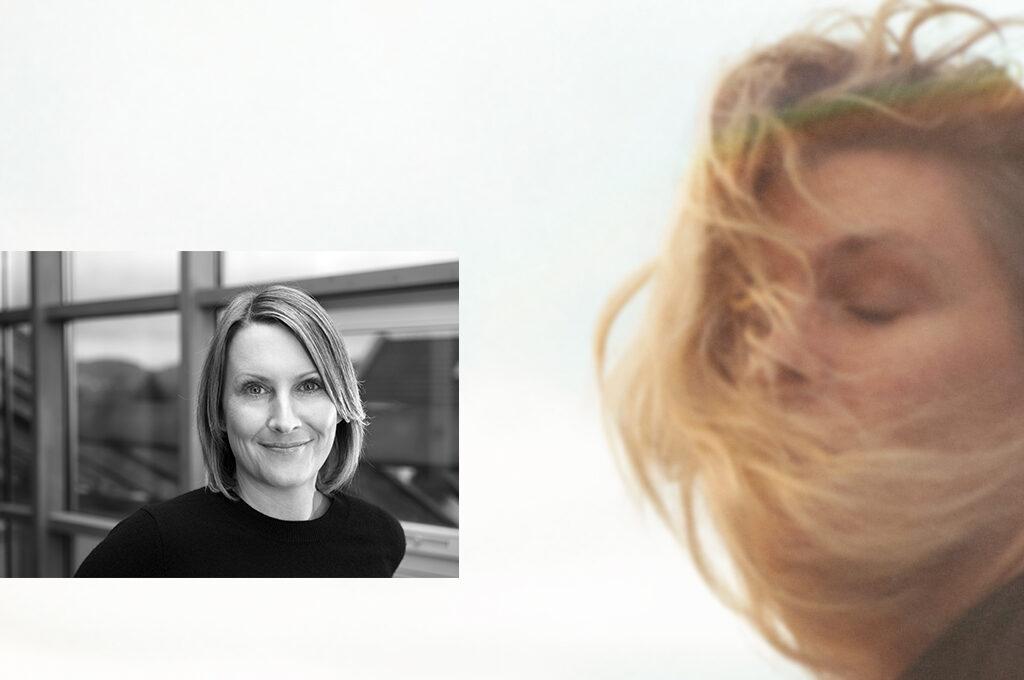Mareike Flüß und im Hintergrund ein Bild einer Frau mit geschlossenen Augen und dem Wind im Haar